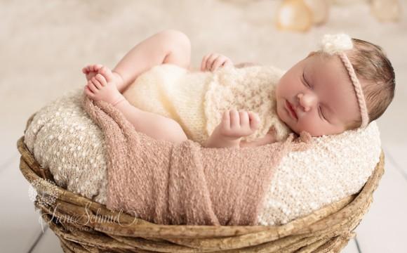Newbornshooting mit Emilia und Schwesterchen